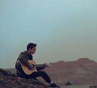 יהונתן לובל תלמיד לגיטרה בסטודיו למוזיקה