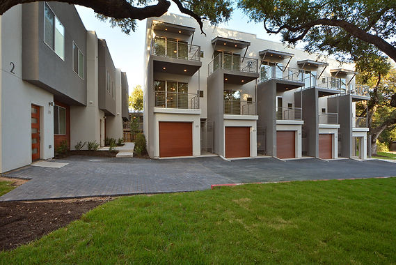 Austin developer wraps up sleek new townhouses in South Austin