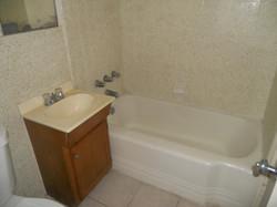 2112 S 6th Ave bath.jpg