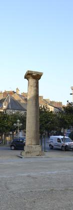 Colonne antique sur la Place de la Mairie