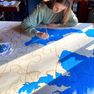 Jeanne en train de faire la peinture de