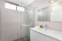 Full House reno bathroom