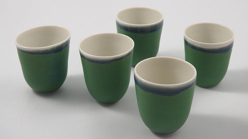 Tasse à café en porcelaine, fait-main.