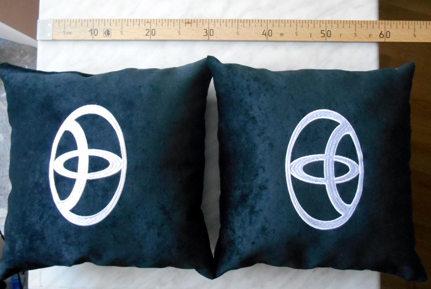 Вышивка подушка Toyota