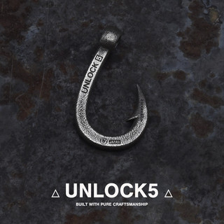 unlock燻し釣り針ネックレス