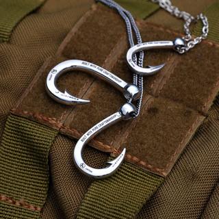 Hookzの釣り針ネックレスと511タクティカル