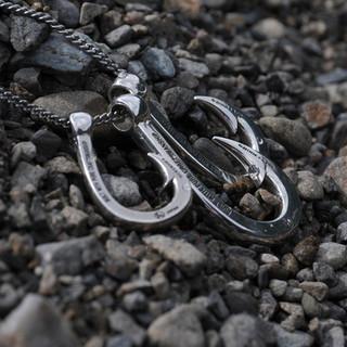 Hookzの釣り針ネックレスは美しい