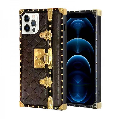 iphone 12-12pro-VINTAGE OPULENCE - BLACK QUILTED TRUNK