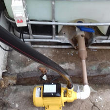 Dispositivo de abastecimento de agua na casa da comunidade.jpeg