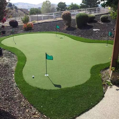 Golf & Putting Green
