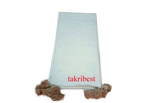 couvre de lit  blanc avec pompon  marron