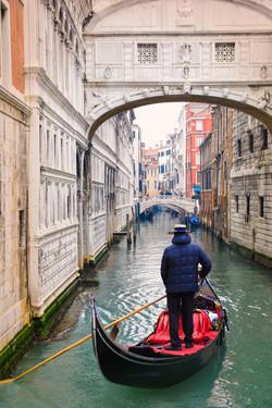 Gondola under Bridge of sighs