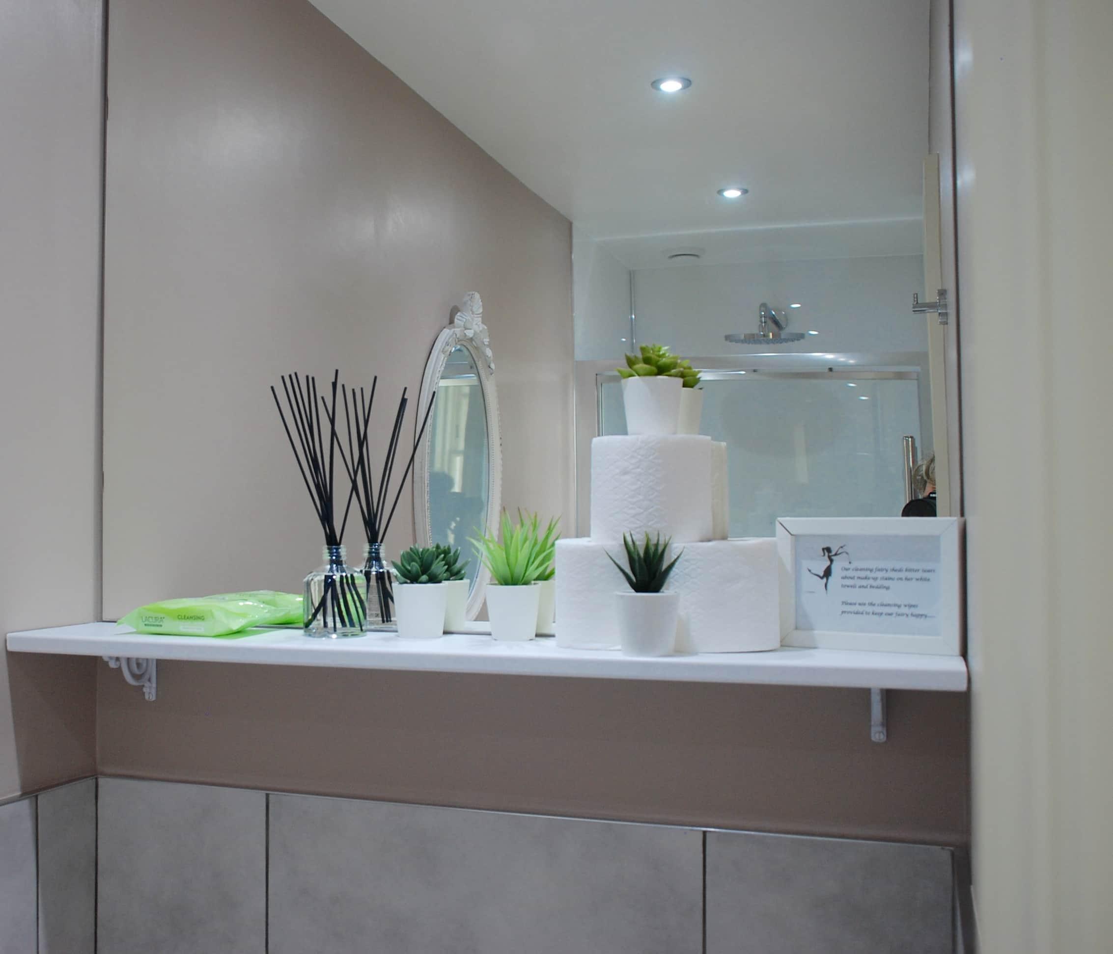 Bathroom luxury Mahogany Room
