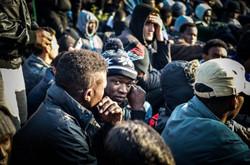 8._A_la_espera_de_la_reubicacion_de_los_refugiados_de_Calais_en_todo_el_territorio_francés