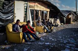 A la espera de poder ir hacia Inglaterra, Calais. Durante el desmantelamiento de Calais