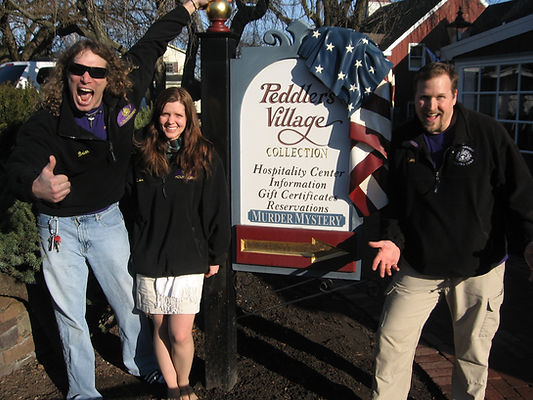 Riddlesbrood in front of the Peddlers Village Sign
