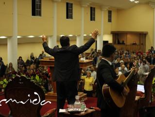 Una iglesia que no olvida su llamado