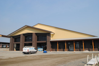 Bredale's new barn front