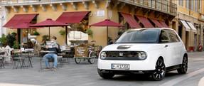 Pierre Gasly & Honda E TVC