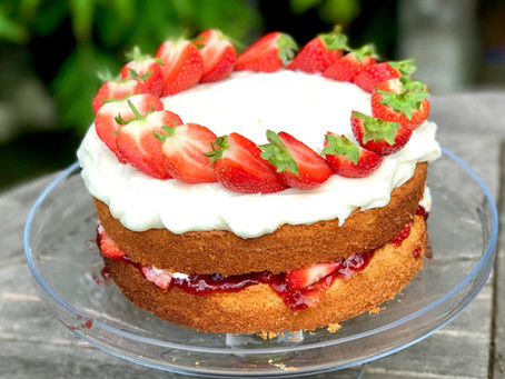 Strawberry & Vanilla Sponge Cake