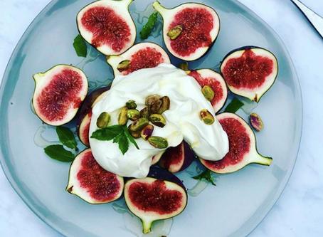 Figs with Greek Yogurt Honey & Pistachio Nuts