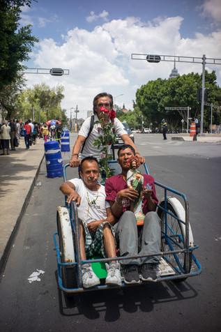 Fieles en triciclo. Ciudad de México, 28 de junio de 2020.