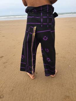 Noir violet doré