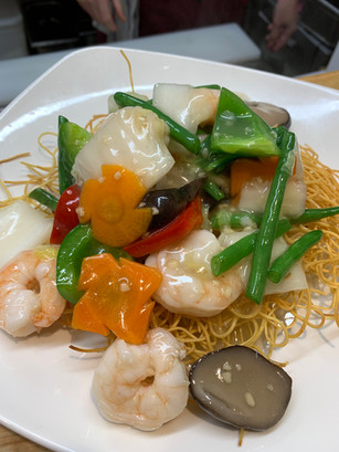 Crispy Noodles with Prawns and Chicken