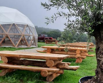 Tables en rondins de mélèze - Restaurant du Cantal.jpg