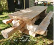 Table en rondins installée en Lozèr