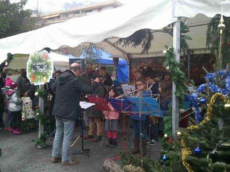 NénupHarmonie joue pour Noël place de la Louisiane