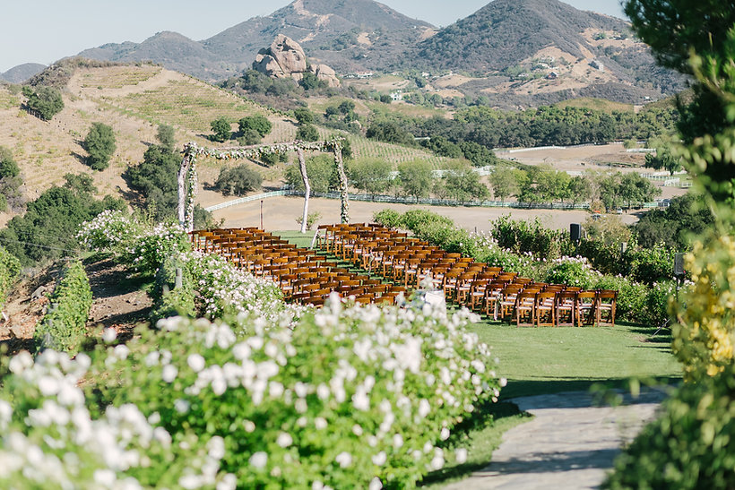 Outdoor_wedding_ceremony_Saddlerock_Ranch_Los Angeles_wedding_planner