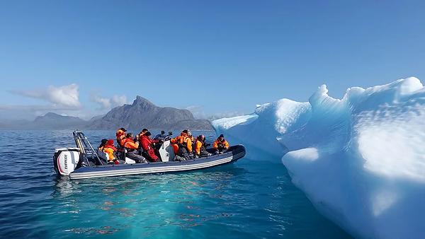 iceberg-4499262_960_720.webp