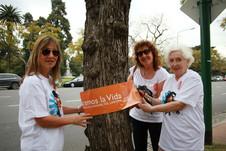 Voluntarios abrazando la vida