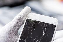 Tecnico con schermo rotto