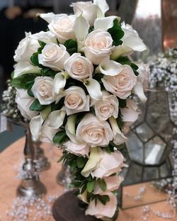 #cascade #roses #minicalla  #bride #brid