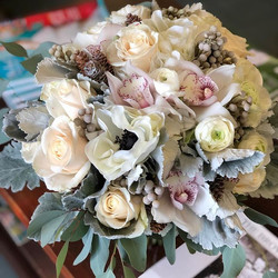 #winterwedding #bridal #bouquet #elegant