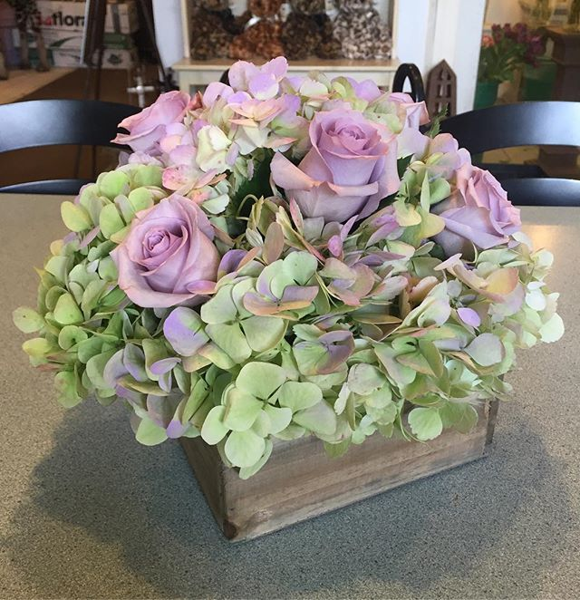 Beautiful centerpiece from this past weekend #antiquehydrangeas #oceansongroses