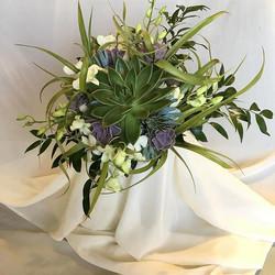 #succulants #bridal #bouquet #somethingdiffernt #unique #becreative #organic #earthie #daretobediffe