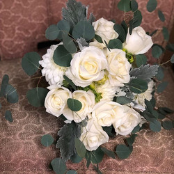 Bridal bouquet & maid of honor