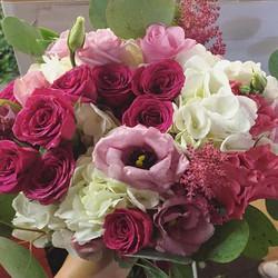 Great color blend 😍😍😍 #bridesmaids #floral #wedding #morningsideflorist _tfisch929 #bridesmaidsbo