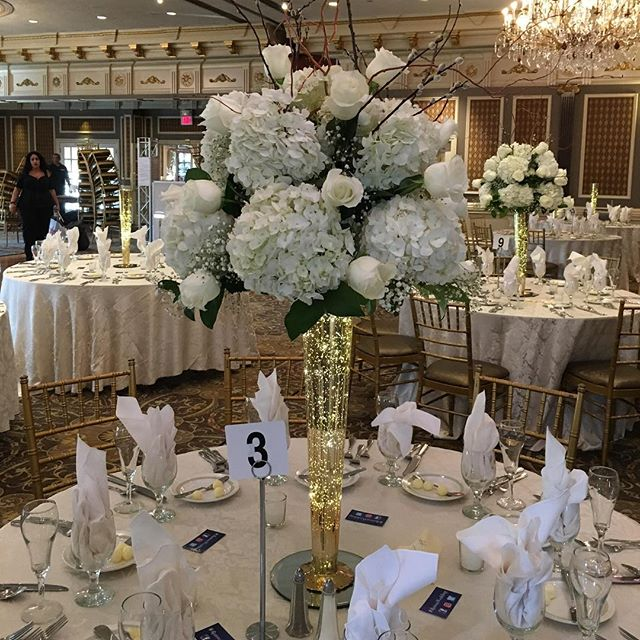 #centerpieces #hydrangea #roses #curlywillow #pussywillow #fairylights #elegant #mercuryglass