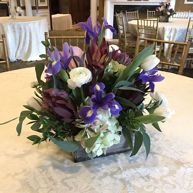 It sure felt like spring today🌷🌹🌻🌼🌸🌺 #centerpiece #weddingcenterpiece #morningsidegreenhouse #