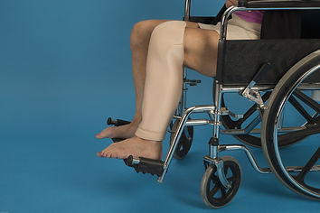 Designed especially for residents in wheelchairs, the Shin~Knee Tube protects both the skin & the knee with two layers of MicroSpring. The pleated contoured cup stays in position on the knee.