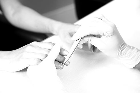 Manicure%20_edited.jpg