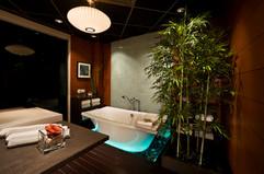 DFWExpCtr-Bath-lo.jpg