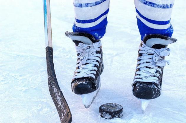 WW legs-hockey-player-stick-washer-close