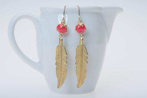 Gold color feather & acrylic coral orange bead 金色の羽とコーラルオレンジのアクリリックビーズ