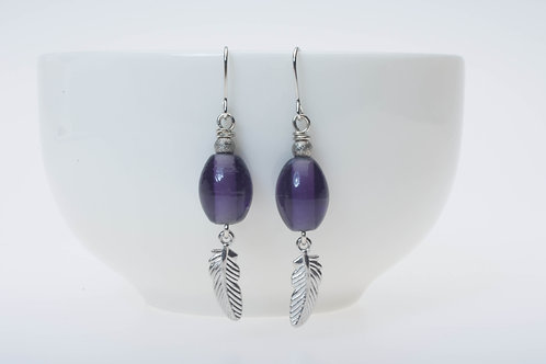 Purple glass & silver color feather tassel 紫のガラス&シルバーカラーのフェザー