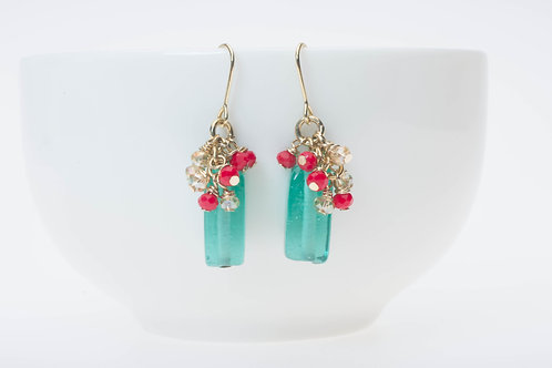 Green glass & red with champagne glass clusters  グリーンガラス&小さな赤とシャンパン色のガラスクラスター